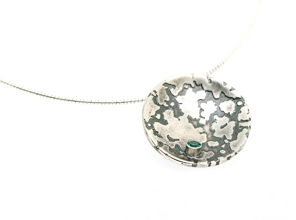 Stone set lichen pendant