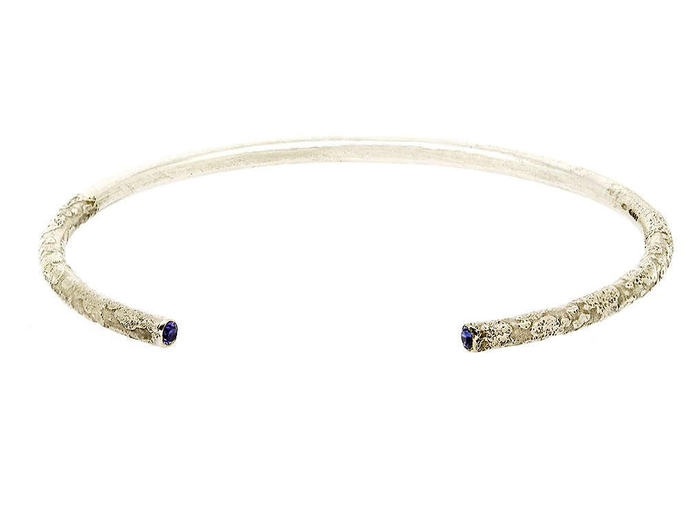 Gemstone set lichen bangle